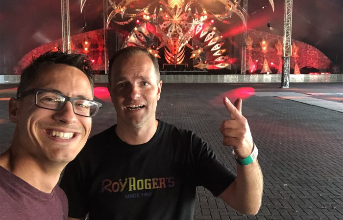 Karpers & hardcore: Pilaar bezoekt karpervissende DJ Promo op Defqon 2019