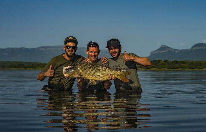 [VIDEO] Afrikaanse karpers, brandewijn en wilde dieren – Marco Tetteroo op jacht in Zuid-Afrika!