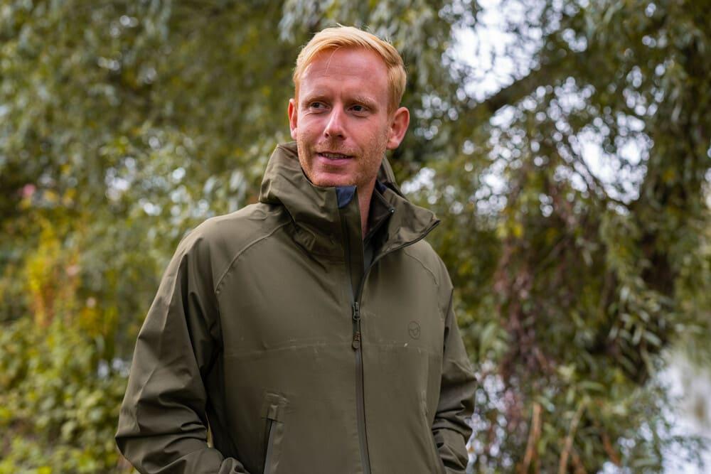 [VIDEO] Bescherm jezelf tegen weer en wind – Mark Hofman over de nieuwe Korda DryKore Jacket