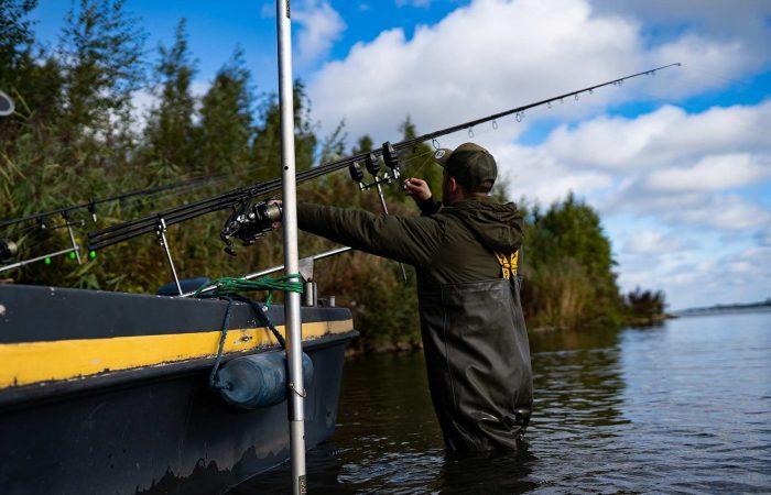 [VIDEO] Onbezorgd vanuit je boot of vlot vissen met de steekstokken van TCP!